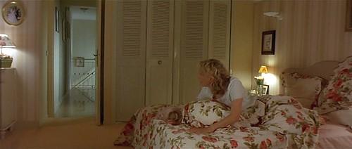 гей залещ к другу в кровать