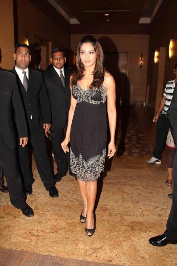 bipasha basudino morea at et retail awards photo gallery