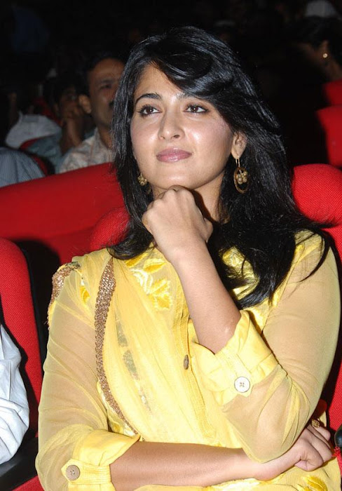 anushka ragada audio release function hot images