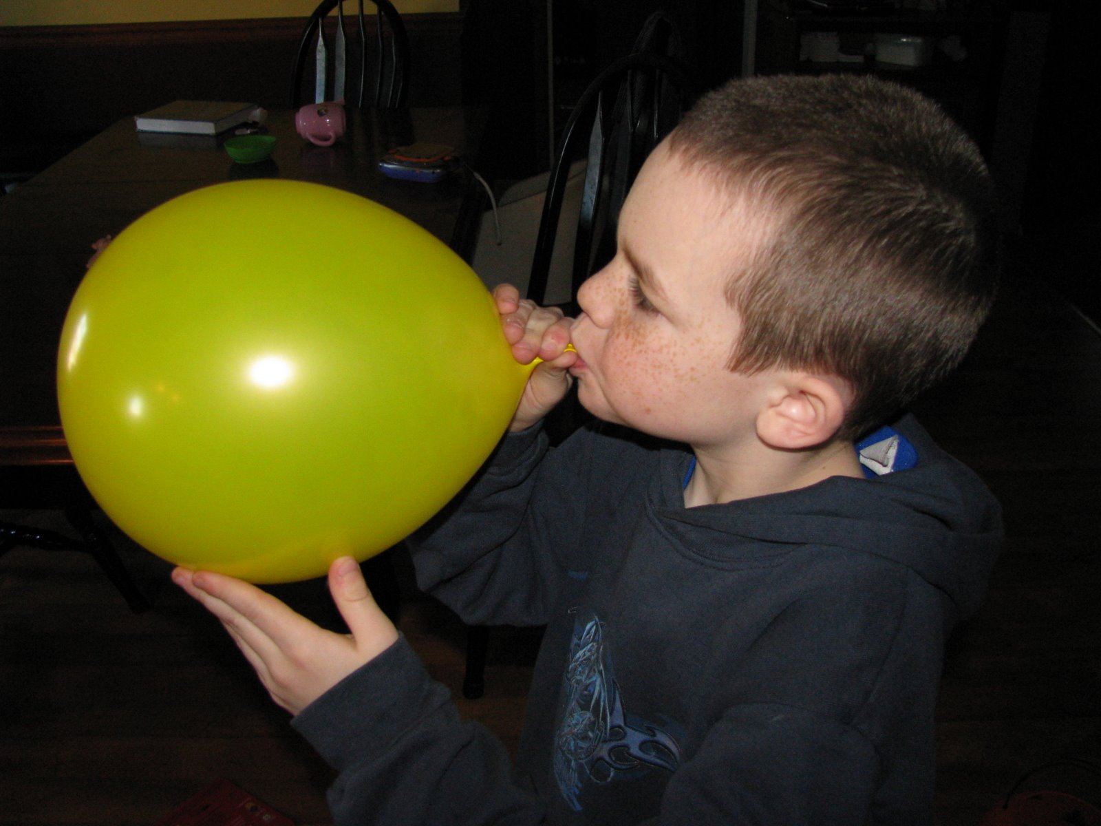 [blowing+up+balloons.jpg]