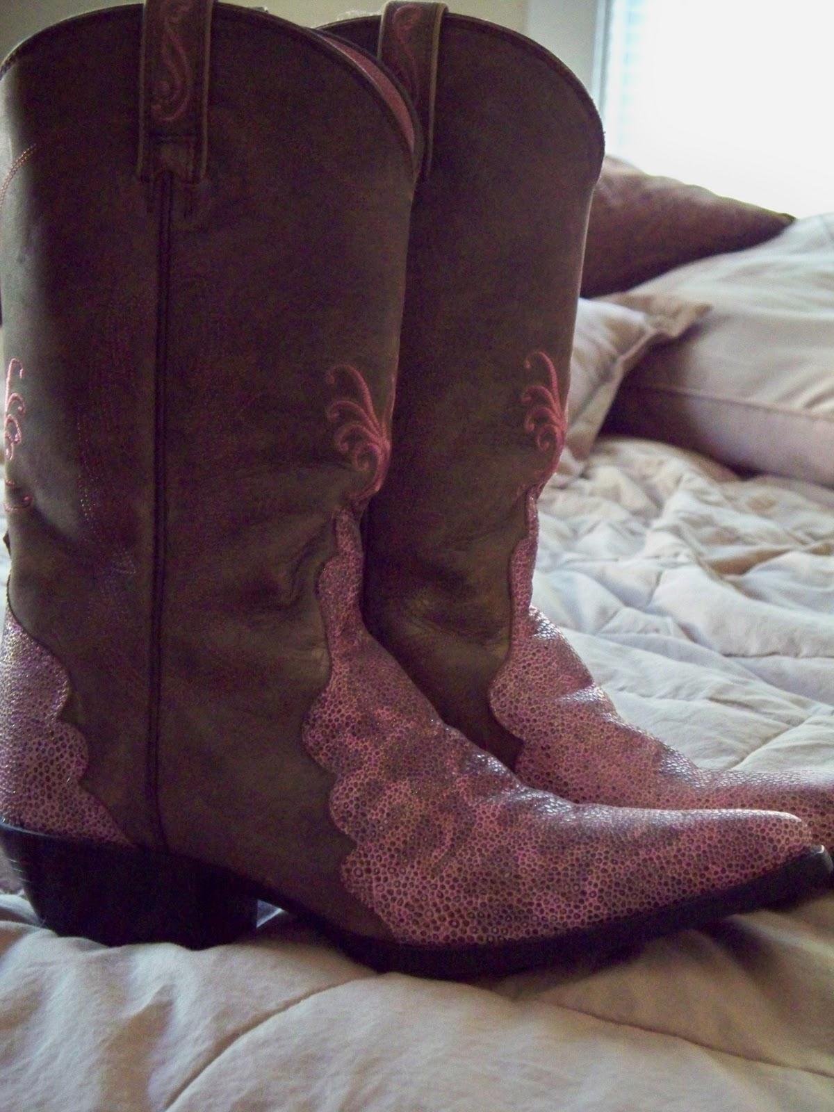 http://4.bp.blogspot.com/_1qcwxik1S5U/TG_M4W8AU2I/AAAAAAAAGu0/ppZZJOxpvII/s1600/Boots+Pink+Brown.jpg