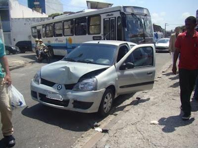 clio acidente Renault Clio Acidente