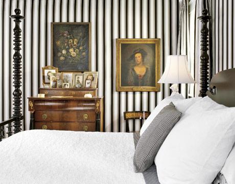http://4.bp.blogspot.com/_1t1noR1NDoE/TOZb2lLWVjI/AAAAAAAABx4/OJslWI0lIWY/s1600/Black-White-Stripe-Upholstered-Bedroom-Walls-HTOURS0207-de.jpg