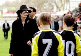 Dueño del Fulham Construira Estatua de Michael Jackson. Fulham+%282%29