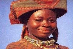 Mulher mucubal do sul de Angola