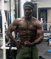 ROBBY ROBINSON AT 64 - MUSCULAR TRAINING & POSING AT GOLD'S GYM 2010 ● www.robbyrobinson.net/consultation.php ●