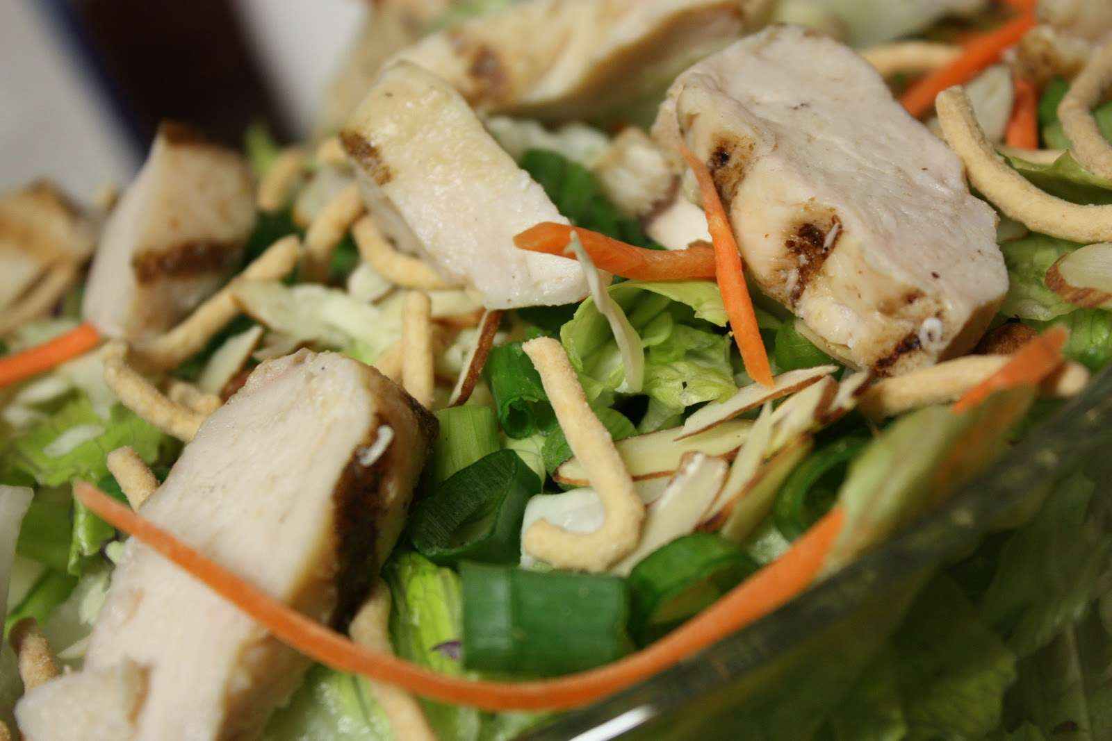 Asian Spinach Salad With Chicken, Mushrooms, Peppers, And ...