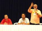 Dirigentes do MNOB na mesa da Assembléia dos Empregados da Caixa em São Paulo