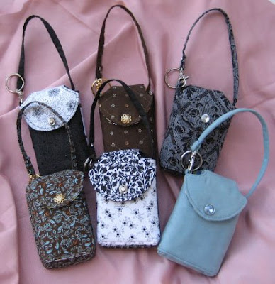http://4.bp.blogspot.com/_1yyNUbilYeY/SLayOPv_x5I/AAAAAAAAAsw/eqQJcSotwYc/s400/cell_phone_purses.jpg