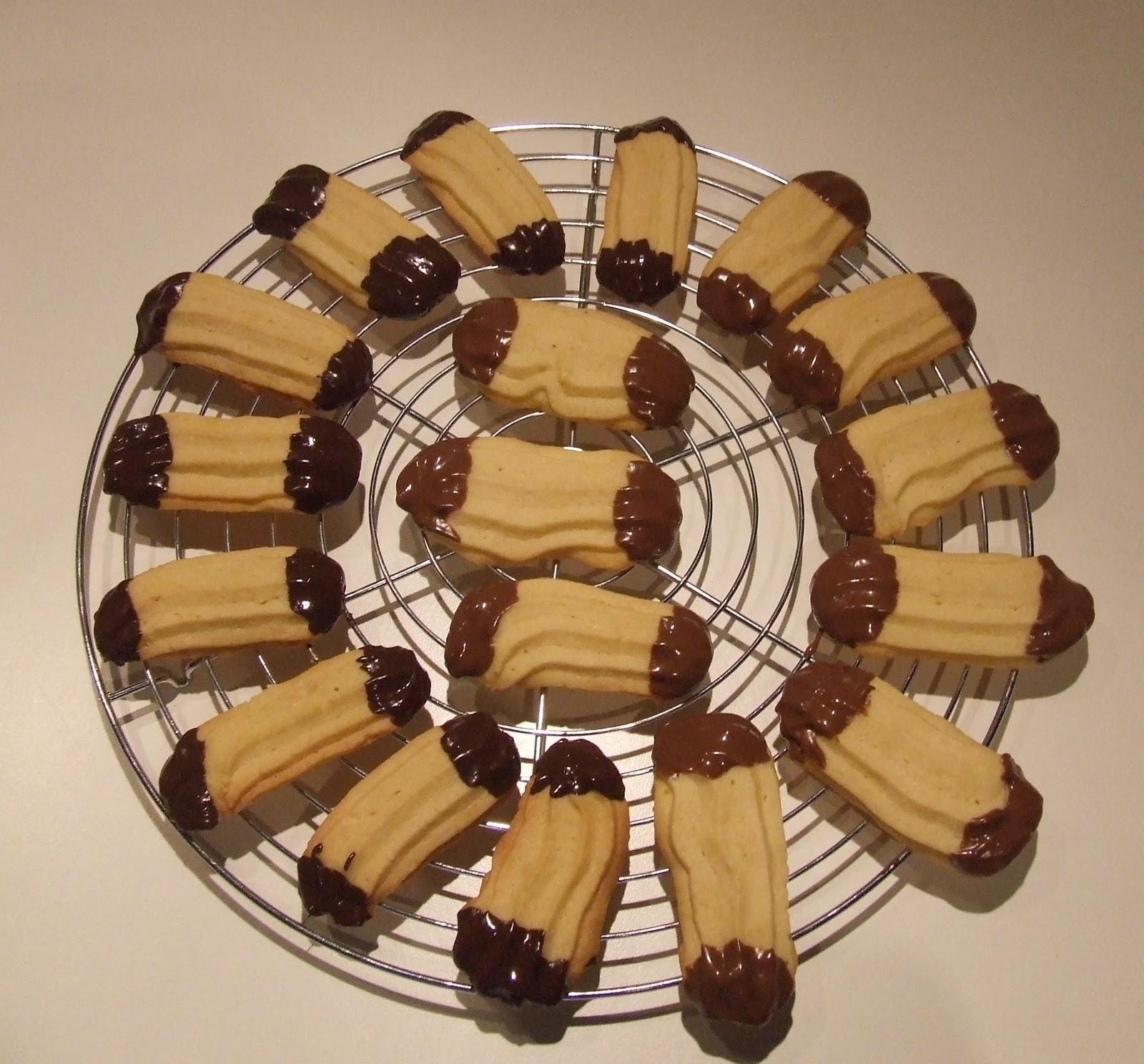 Il Goloso Mondo di Minu\': Biscotti al burro glassati al cioccolato ...