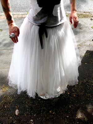 wedding trellis with tulle