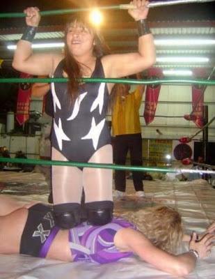 Luchadoras - Tigresa vs Nikki Roxx