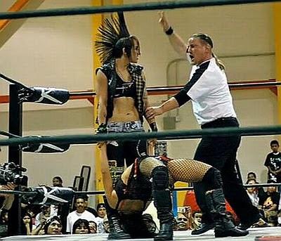 Christina Von Eerie - Lena Yada - lucha libre - luchadoras