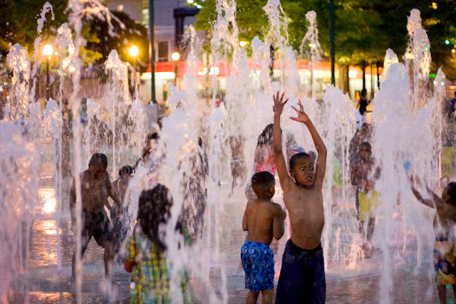 Atlanta photography, children playing in the fountains at Centennial Olympic Park