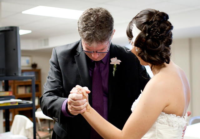 Picture by Atlanta wedding photographer - father-daughter practicing dance