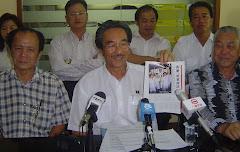 拿督叶炳汉在沙登马华大厦服务中心向传媒宣布参选