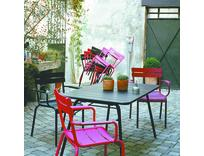 Outdoor Dining in Colour...