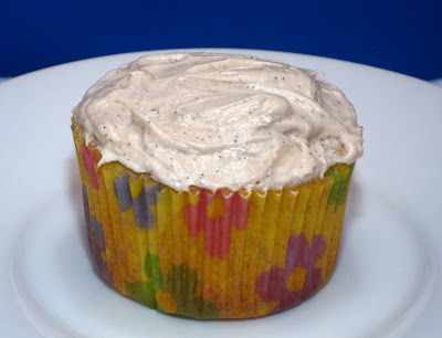 Dishing it up!: Cupcake Friday! Double Vanilla Cupcakes