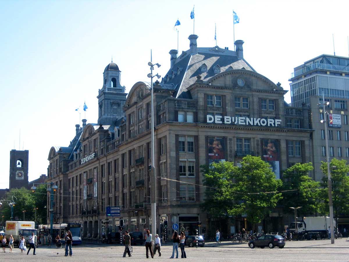 Retail details de bijenkorf in amsterdam new luxury floor for Dam in amsterdam