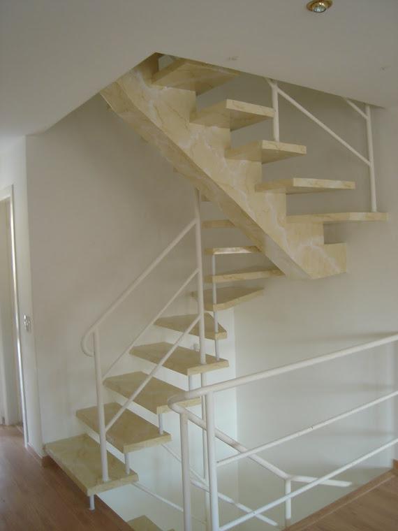 """Escada suspensa em """"u"""""""