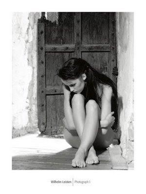 Les Portes Mujer+puerta