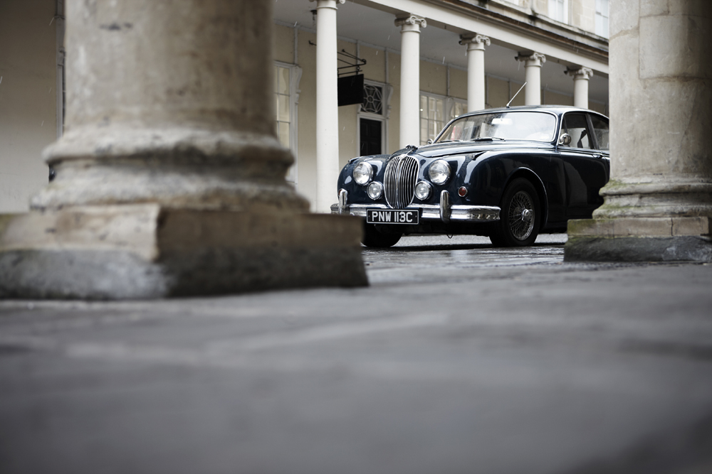 The Antiques Road Trip combines a classic car, some beautiful Cotswolds