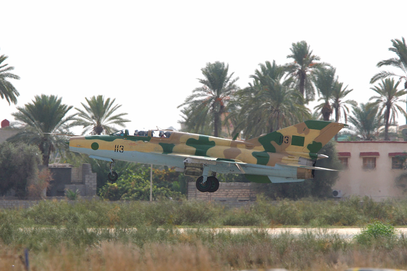 Armée Libyenne/Libyan Armed Forces - Page 13 LibyaOct29-3107MiG-21UM1135