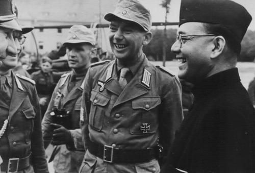 the indian national army in wwii Hitler's secret indian army by mike thomson bbc news in the closing stages of world war ii, as allied and french resistance forces were driving hitler's now demoralised forces from france, three senior german officers defected.