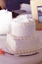 Little mini serving cakes for the reception dinner