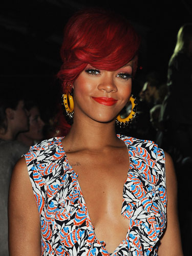 rihanna long red hair fringe. rihanna long red hair 2010