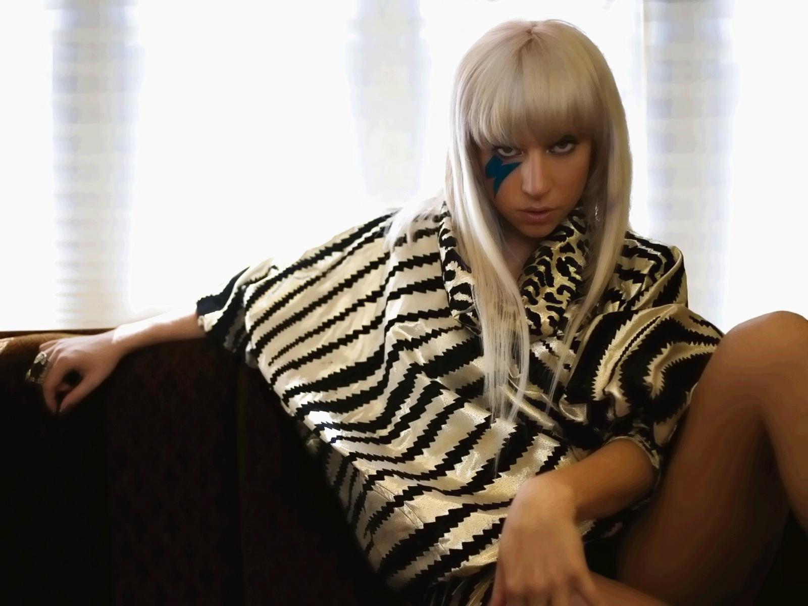 http://4.bp.blogspot.com/_2IU2Nt4rD1k/TEVHpWH_ygI/AAAAAAAAB6U/x535fUH9xyY/s1600/lady_gaga_pics.jpg