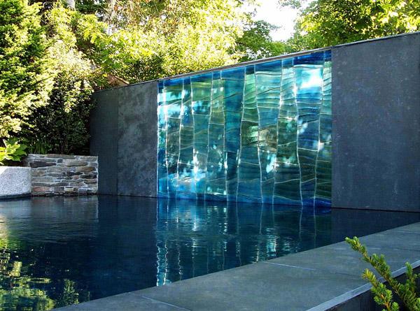 los exteriores de su casa son aburridos les falta un toque de color la propuesta perfecta consiste en unos paneles de cristal decorativos que se