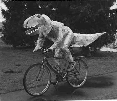 Ahora atentado! Dino_on_bike