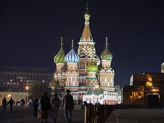 Gereja St. Basil di Red Square (lapangan merah)