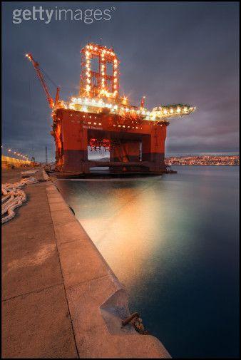 [oil+rigs.jpg]
