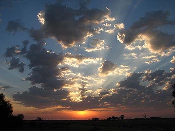 Ee wonnerschenen Sonnenennergang op Valentia Island