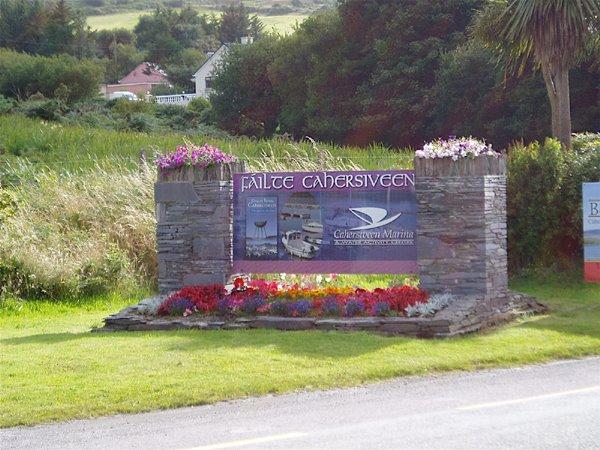 Hei sidd der zu Cahersiveen - Capital of Iveragh - Haaptstaad vum South-West of Kerry