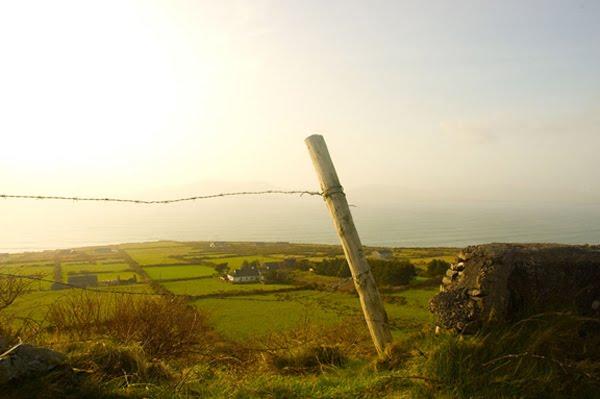 Tipesch Iresch Landschaft an am Hannergronn, Ballinskellig Bay mat Waterville