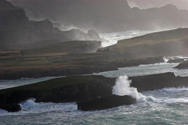 Sturm zu der Sait vun Portmagee, hei Horse Island