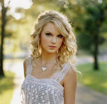 taylor swift love story hairstyle. taylor swift dress love story