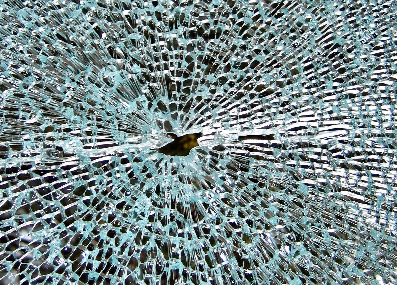 http://4.bp.blogspot.com/_2UbsSBz9ckE/S6rD3Kxv1eI/AAAAAAAABF4/EgSiyrIorkI/s1600/ShatteredGlass_HD_wallpaper.jpg