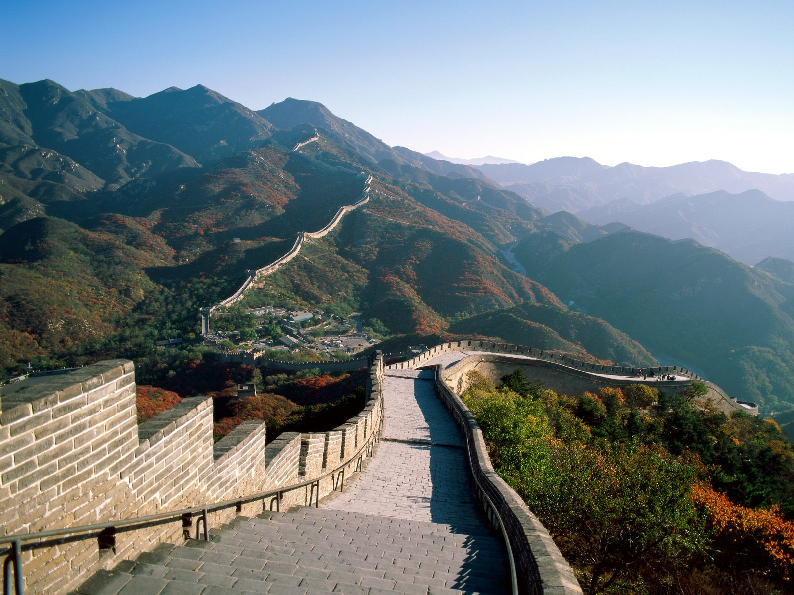 http://4.bp.blogspot.com/_2UbsSBz9ckE/Svnk-OaYkUI/AAAAAAAAAaY/5ifsK-qZdys/s1600/The+Great+Wall+of+China.jpg