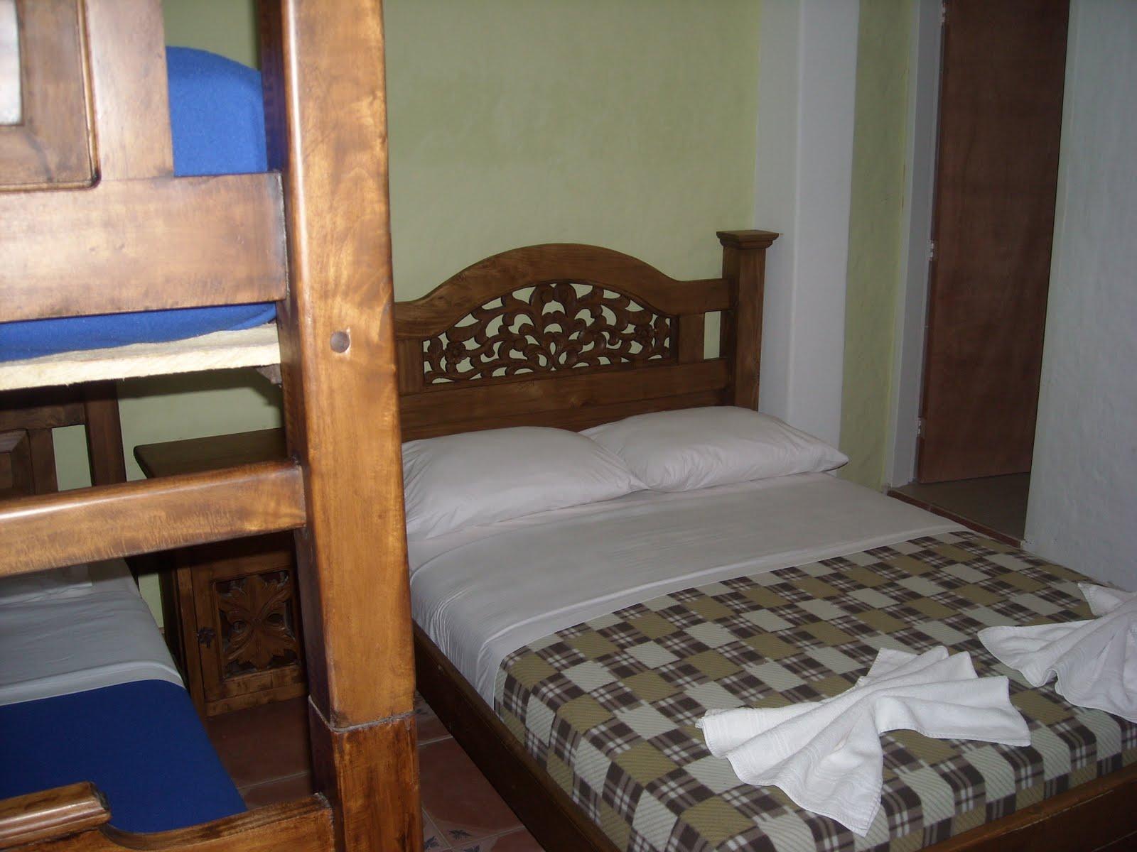 Posada casa sibana habitacion cuadruple for Habitacion familiar merida