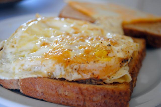Fried Egg Sandwich l SimplyScratch.com