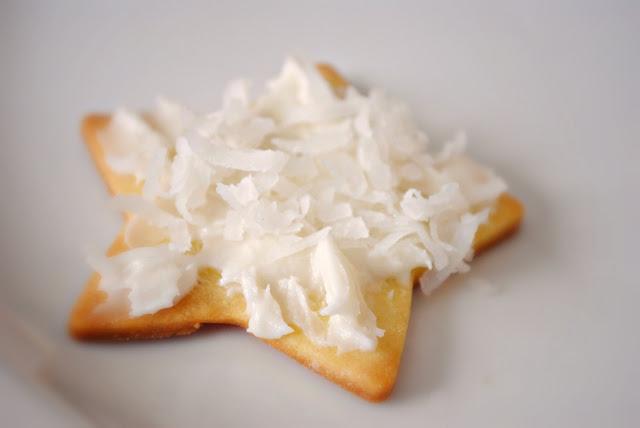 Simple Vanilla Frosting l SimplyScratch.com
