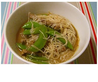 stir-fried noodles with beef & sugar snap peas