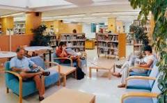 Sala d'adults de la biblioteca