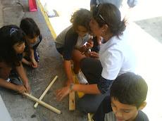 Profesora Beatriz, junto a sus alumnos...