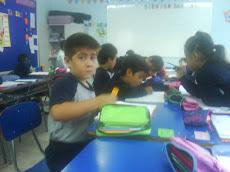Niños y niñas de los cursos pequeños, en plan de recuperación de clases.-
