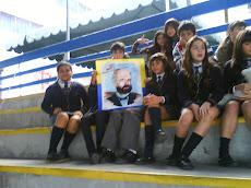 Alumnos del Sexto C y su homenaje a Prat...